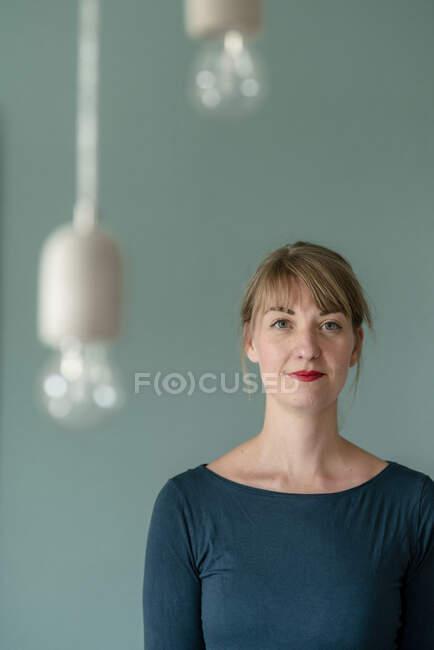 Portrait of self-confident woman — Stock Photo