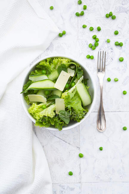 Directly above view of fresh salad in bowls by napkin and forks — Stock Photo