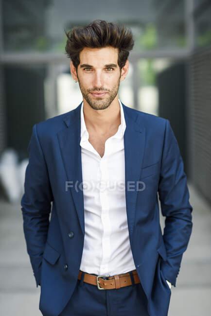Portrait of confident businessman standing outdoors — Stock Photo