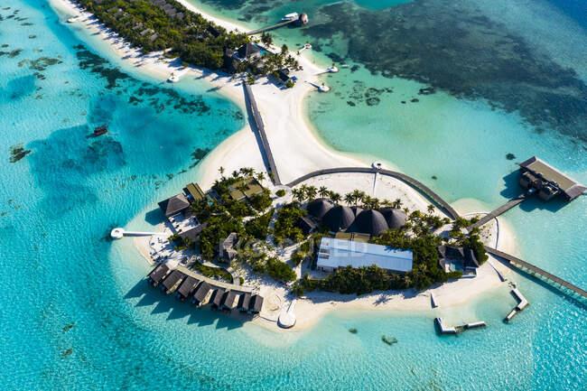 Maldive, Atollo di Male del sud, Vista aerea del resort su Maadhoo — Foto stock