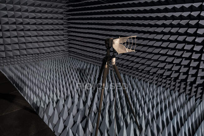 Experiment in an echo chamber — Stock Photo