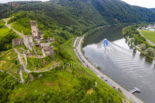 Aerial view of cruise ship passing Beilstein on Mosel River, Germany — Stock Photo