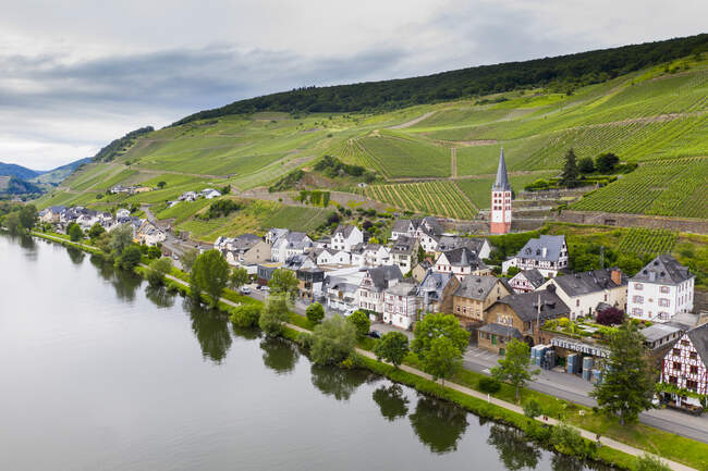 Aerial view of Zell town by Mosel River against sky, Germany — Stock Photo