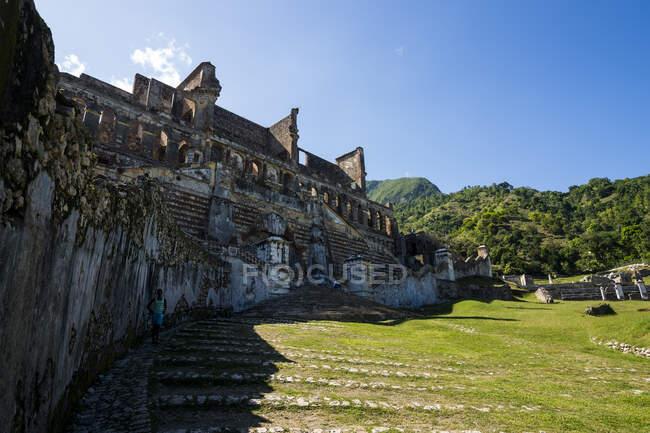 Historical Sanssouci Palace against sky during sunny day, Haiti, Caribbean — Stock Photo