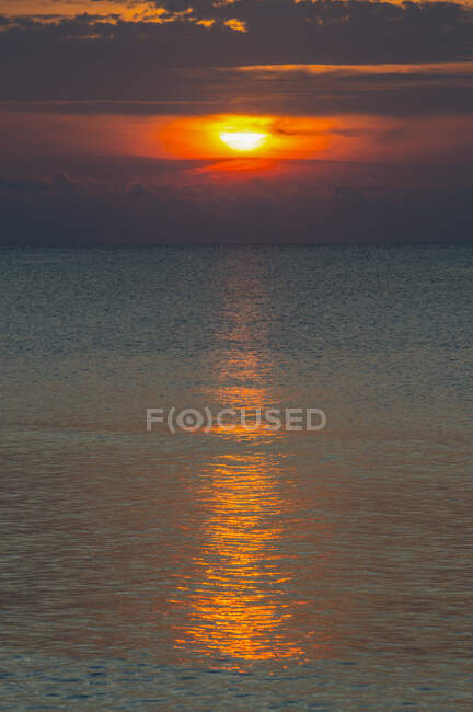 Scenic view of sunset at seascape on Ouvea, Loyalty Islands, New Caledonia — Stock Photo