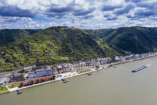 Aerial view of Sankt Goar by Rhine River against cloudy sky, Germany — Stock Photo