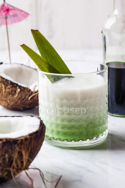 Pandan pina colada con cocos - foto de stock