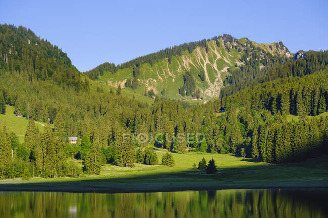 Scenic view of Bodenschneid mountain and Spitzingsee Lake, Bavaria, Germany — Stock Photo