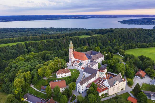 Vista aérea del Monasterio Andechs en Alta Baviera, Alemania - foto de stock