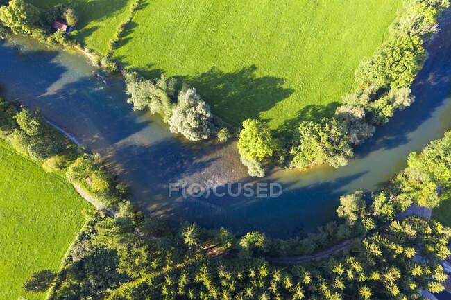 Alemanha, Baviera, Eurasburg, Vista aérea do rio Loisach — Fotografia de Stock