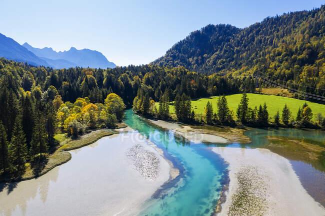 Germany, Bavaria, Wallgau, Scenic view of Sachensee Reseroir on Obernach Canal — стокове фото