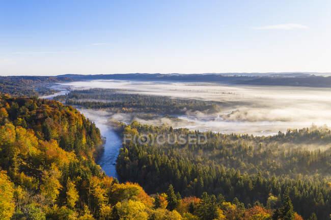 Alemania, Baviera, Alta Baviera, Reserva Natural Isarauen, Vista aérea de los ríos Loisach e Isar al amanecer - foto de stock