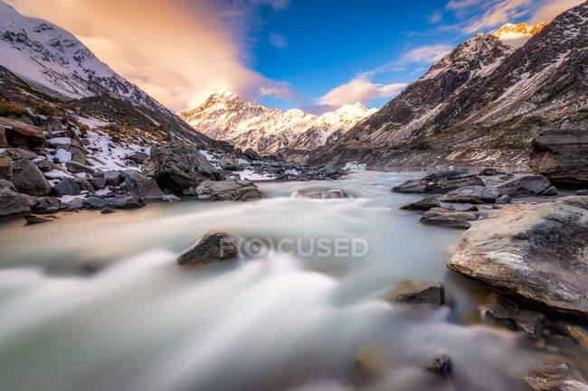 Новая Зеландия, Южный остров, живописный горный ландшафт — стоковое фото