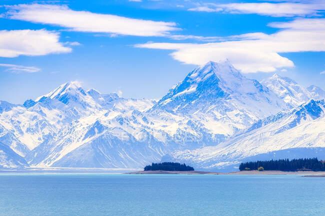 New Zealand, South Island, Scenic mountainous landscape of Lake Pukaki — Stock Photo