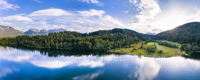 Germany, Bavaria, Scenic panorama ofWettersteinmountains andBarmseelake at sunset — Stock Photo