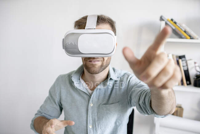 Portrait of man wearing VR glasses in office — Stock Photo
