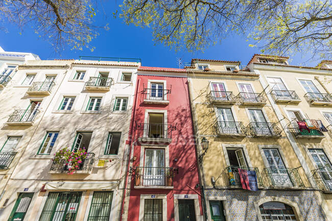 Low angle view of residential building during sunny day, Lisbon, Portugal — Stock Photo