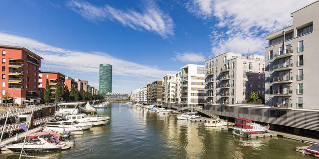 Boats on River Main amidst buildings against sky, Frankfurt, Hesse, Germany — Stock Photo