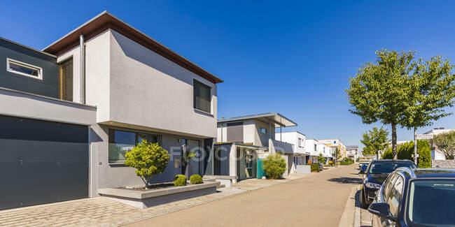 Germania, Baviera, Neu-Ulm, Nuove case unifamiliari moderne della zona residenziale Wiley — Foto stock