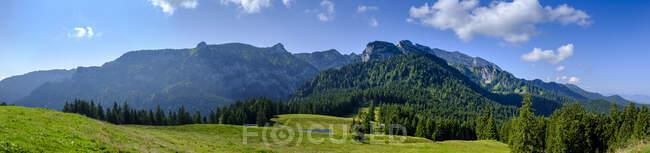 Germany, Bavaria, Arzbach, Scenic panorama of Benediktenwandridge — Stock Photo