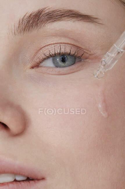 Hidratación del cuidado de la piel, primer plano - foto de stock