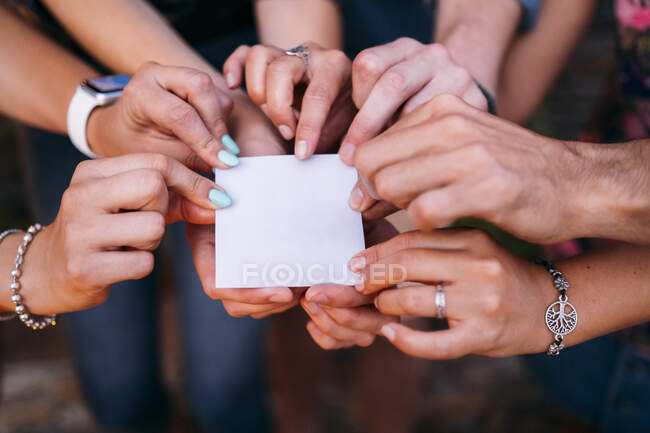 Close-up of friends holding a blank card — Stock Photo