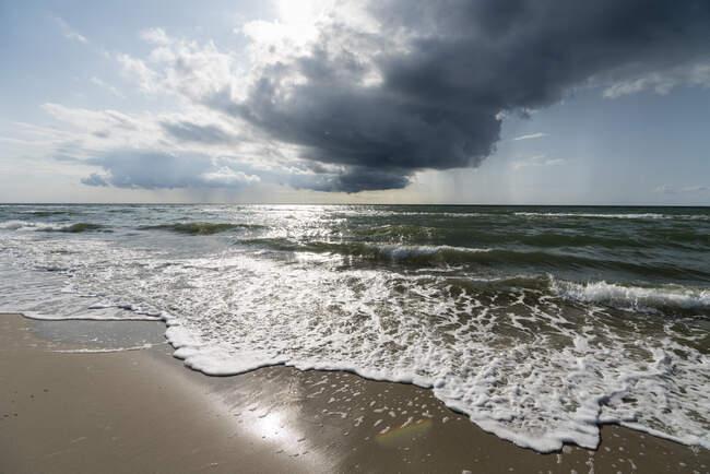 Германия, Дарсс, пляж и облака — стоковое фото