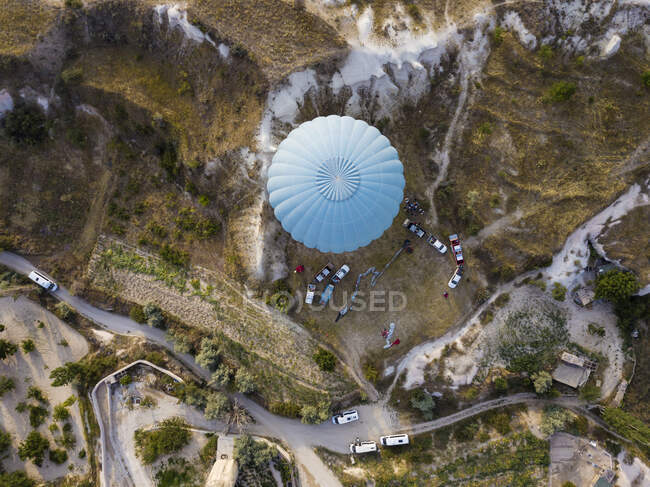 Aerial view of hot air balloon on Goreme National Park, Cappadocia, Turkey — Stock Photo