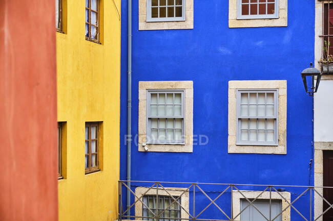 Portugal, Porto, Ribeira, Colorful townhouse facades and walls — Stock Photo