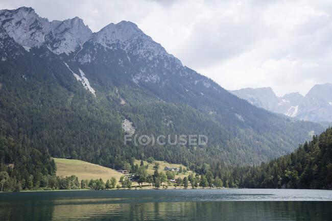 Austria, Tyrol, Hinterstein Lake near Scheffau at Wilder Kaiser Nature Reserve — Stock Photo