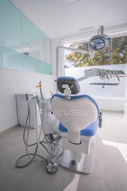 Interior de la clínica dental moderna, España - foto de stock