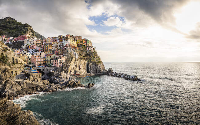 Paesaggio urbano di Manarola, Liguria, Italia — Foto stock