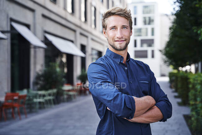 Portrait of confident young businessman in the city — Stock Photo