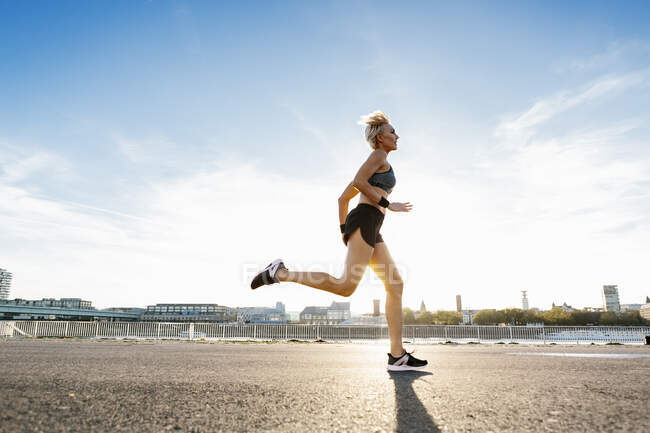 Blonde woman jogging in Cologne, Germany — Stock Photo