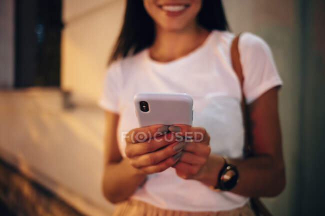 Young woman using smartphone in the city at night — Stock Photo