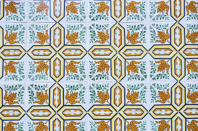 Португалія, Лісабон, Алфама, керамічна плитка Azulejos на стіні — стокове фото