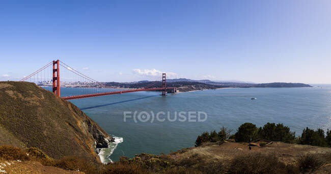 США, Каліфорнія, Сан-Франциско, панорама моста Золоті Ворота в сонячний день — стокове фото