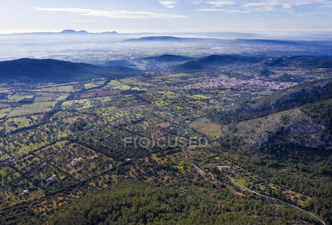 Spagna, Isole Baleari, Alaro, Veduta aerea della città di Serra de Tramuntana — Foto stock