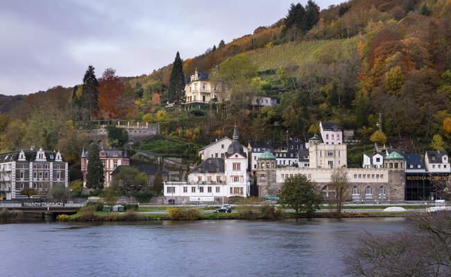 Germany, Rhineland-Palatinate, Traben-Trarbach, Riverside town in autumn — Stock Photo