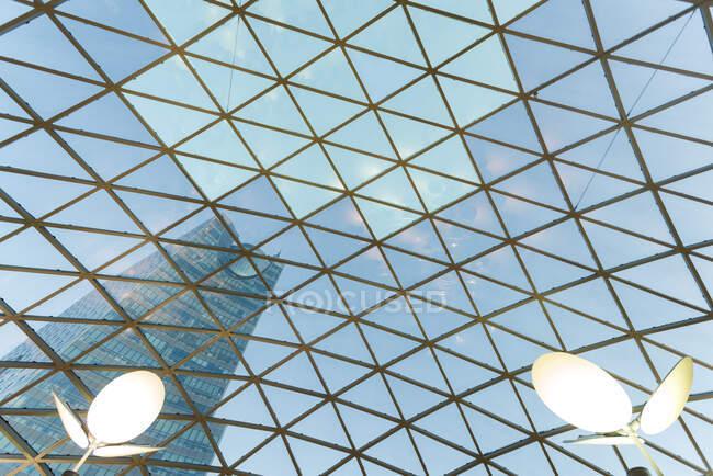 Стеклянная крыша торгового центра, Варшава, Польша — стоковое фото