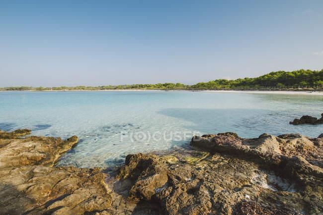 Vista sulla spiaggia di Son Saura, Minorca, Spagna — Foto stock