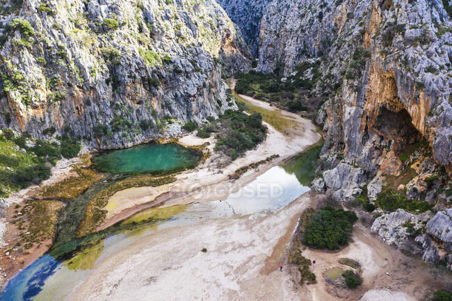 Spagna, Isole Baleari, Sa Calobra, Drone vista della gola Torrent de Pareis — Foto stock