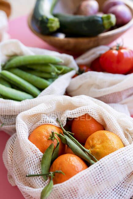 Clementinas en bolsa de malla reutilizable ecológica - foto de stock