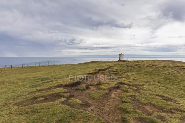 Nueva Zelanda, Oceanía, Isla del Sur, Southland, Slope Point, Costa en día nublado - foto de stock