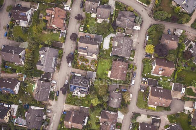 Німеччина, Баден-Вуртемберг, Фрайбург-ім-Брейсгау, вигляд з повітря на житловий район — стокове фото