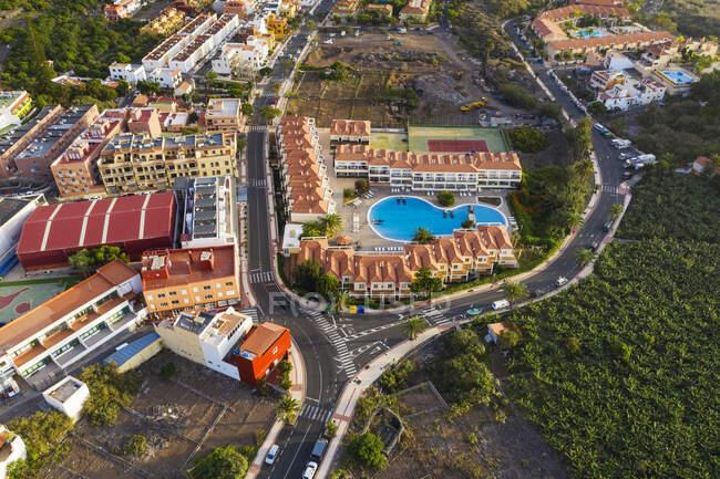 Spain, Canary Islands, La Gomera, Valle Gran Rey, Borbalan, Aerial view ofapartment complex — Stock Photo