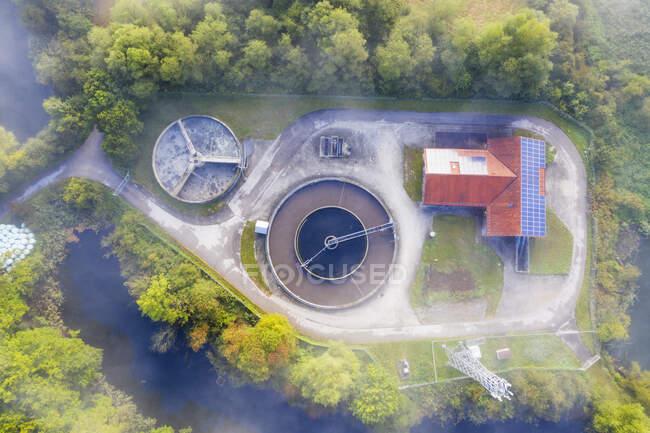 Германия, Бавария, Евразбург, Вид с воздуха на туман над очистными сооружениями — стоковое фото