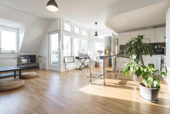 Интерьер современной квартиры — стоковое фото