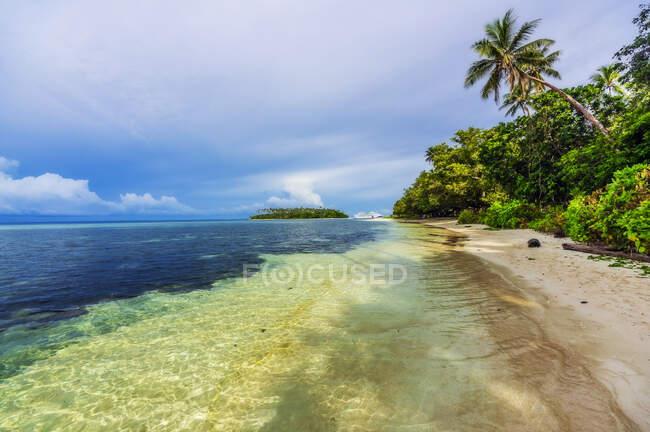Papua Nuova Guinea, Isole Trobriand, Isola di Kitava, spiaggia — Foto stock