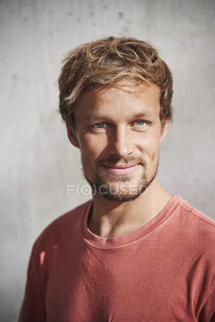 Portrait of man wearing red t-shirt — Stock Photo